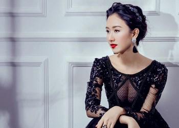 Á hậu Hà Thu quyến rũ với váy xuyên thấu