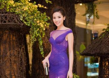 Hoa hậu Kỳ Duyên khoe sắc với váy tím mỏng manh