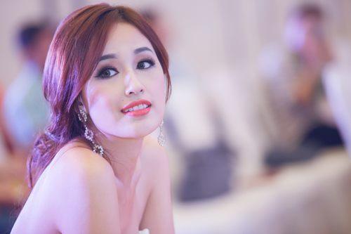 Mai Phương Thúy tham dự họp báo Hoa hậu Việt Nam 2016