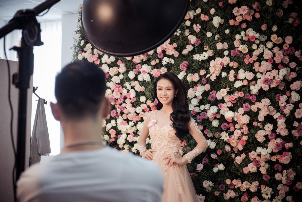 Khám phá hậu trường chụp ảnh với 999 bông hoa hồng của các thí sinh Hoa Hậu Việt Nam 2016