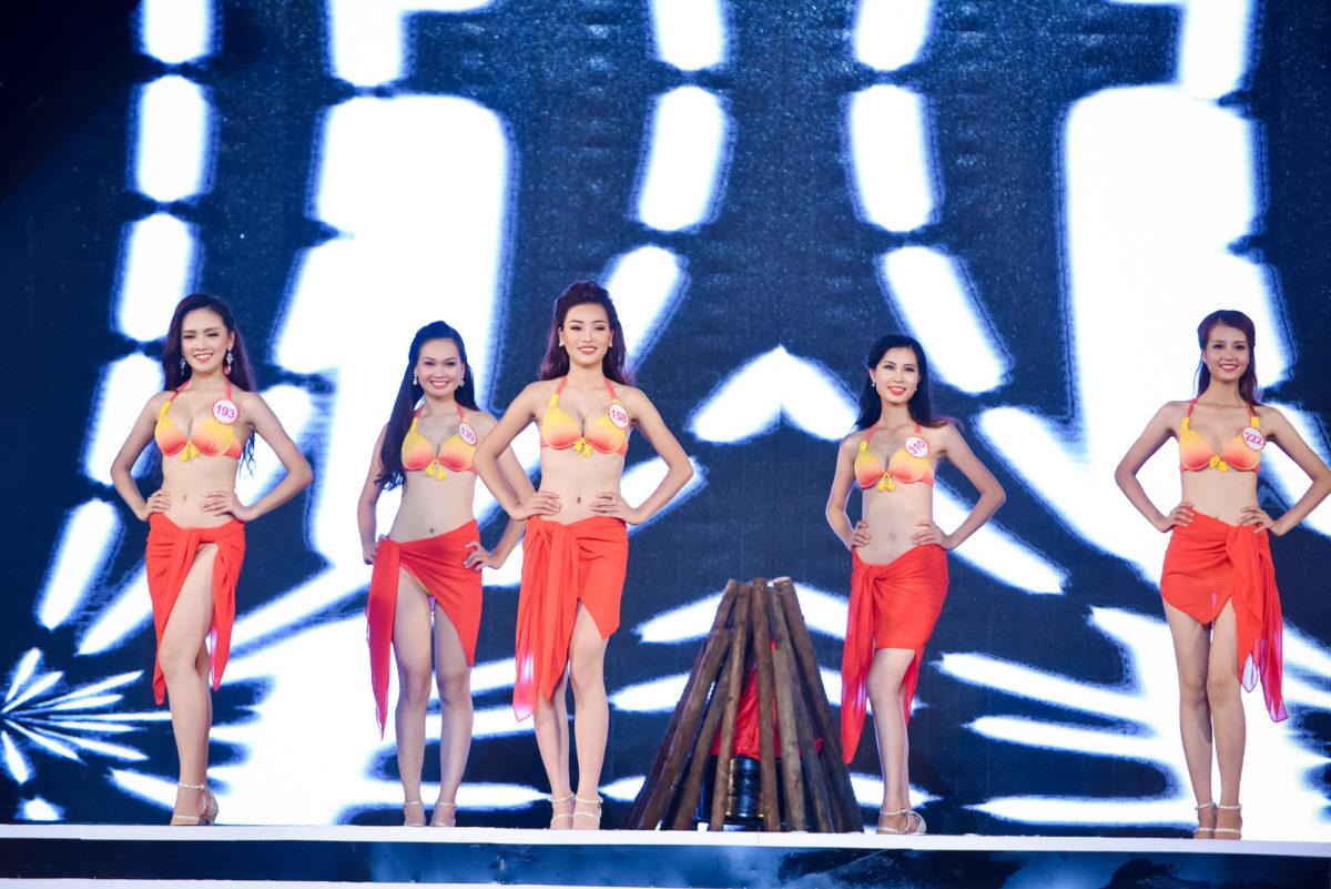 Phần trình diễn bikini nóng bỏng của các thí sinh Hoa hậu Việt Nam | Top 3