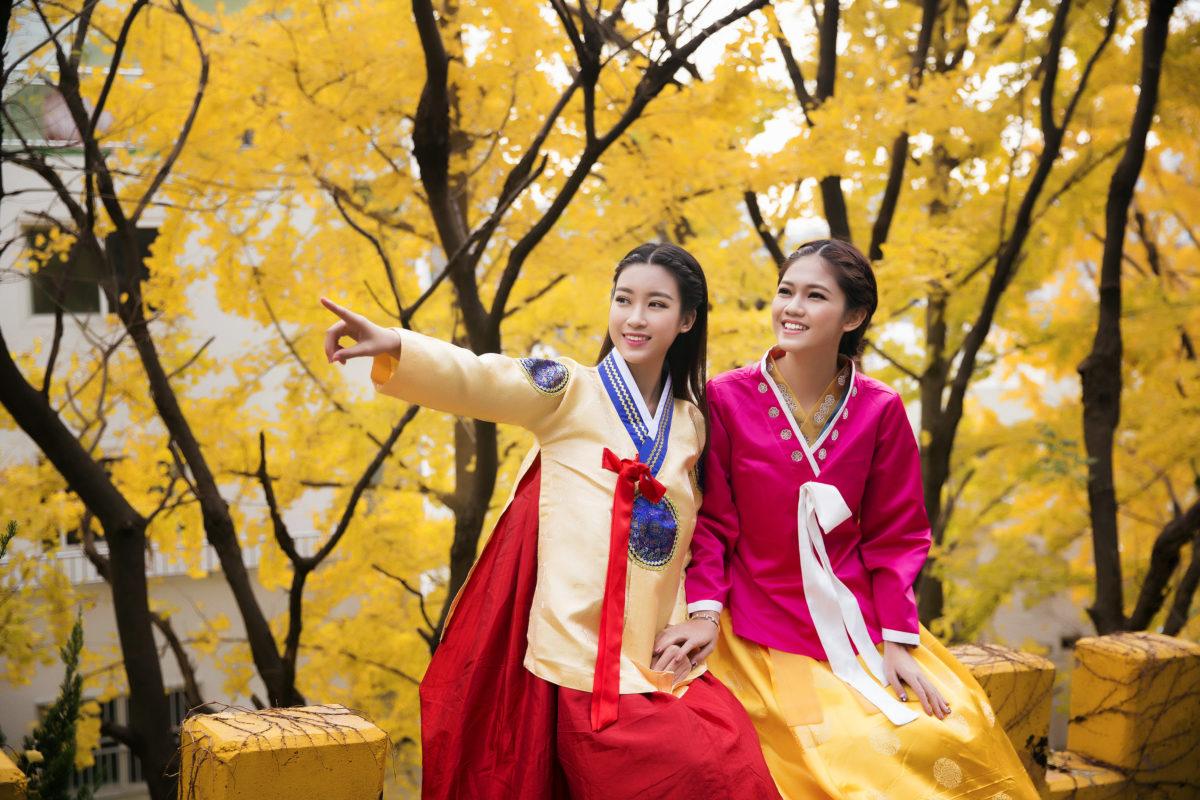 Mỹ Linh và Thanh Tú đi tham quan đài truyền hình MBC