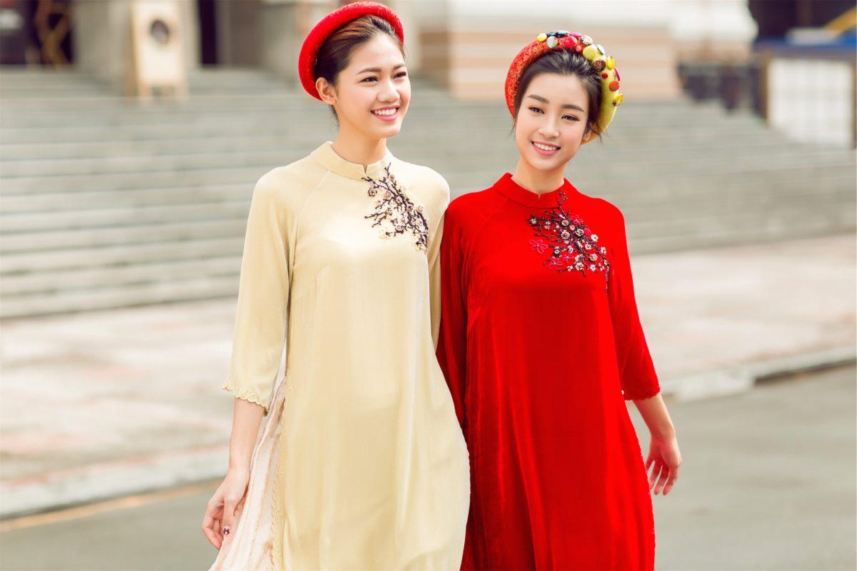 Mỹ Linh & Thanh Tú xuống phố đón xuân với áo dài cách tân