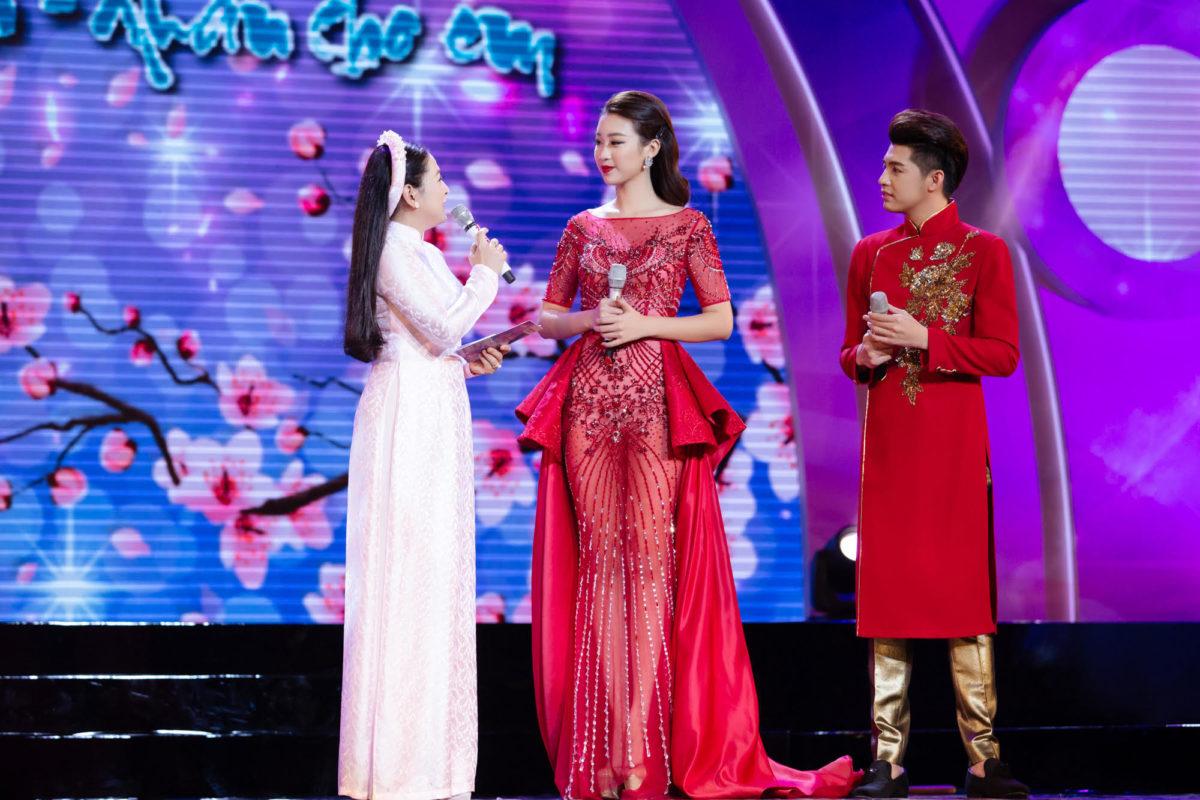 Hoa hậu Mỹ Linh đẹp ngất ngây bên cạnh Noo Phước Thịnh