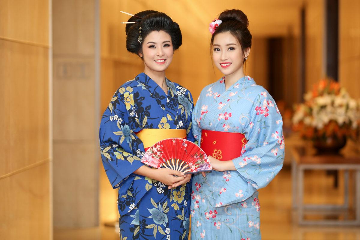 Hoa hậu Ngọc Hân và Mỹ Linh khoe sắc với Kimono