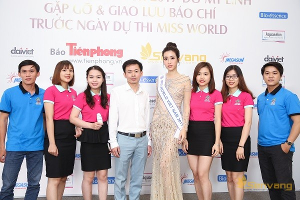 Mỹ Linh rạng rỡ trong buổi gặp gỡ và giao lưu báo chí trước khi lên đường dự thi Miss World 2017