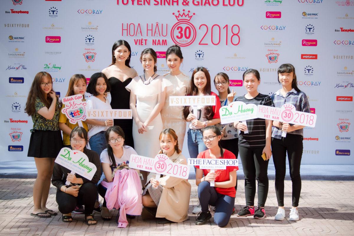 Top 3 Hoa Hậu Việt Nam 2016 quảng bá và giao lưu với các bạn sinh viên