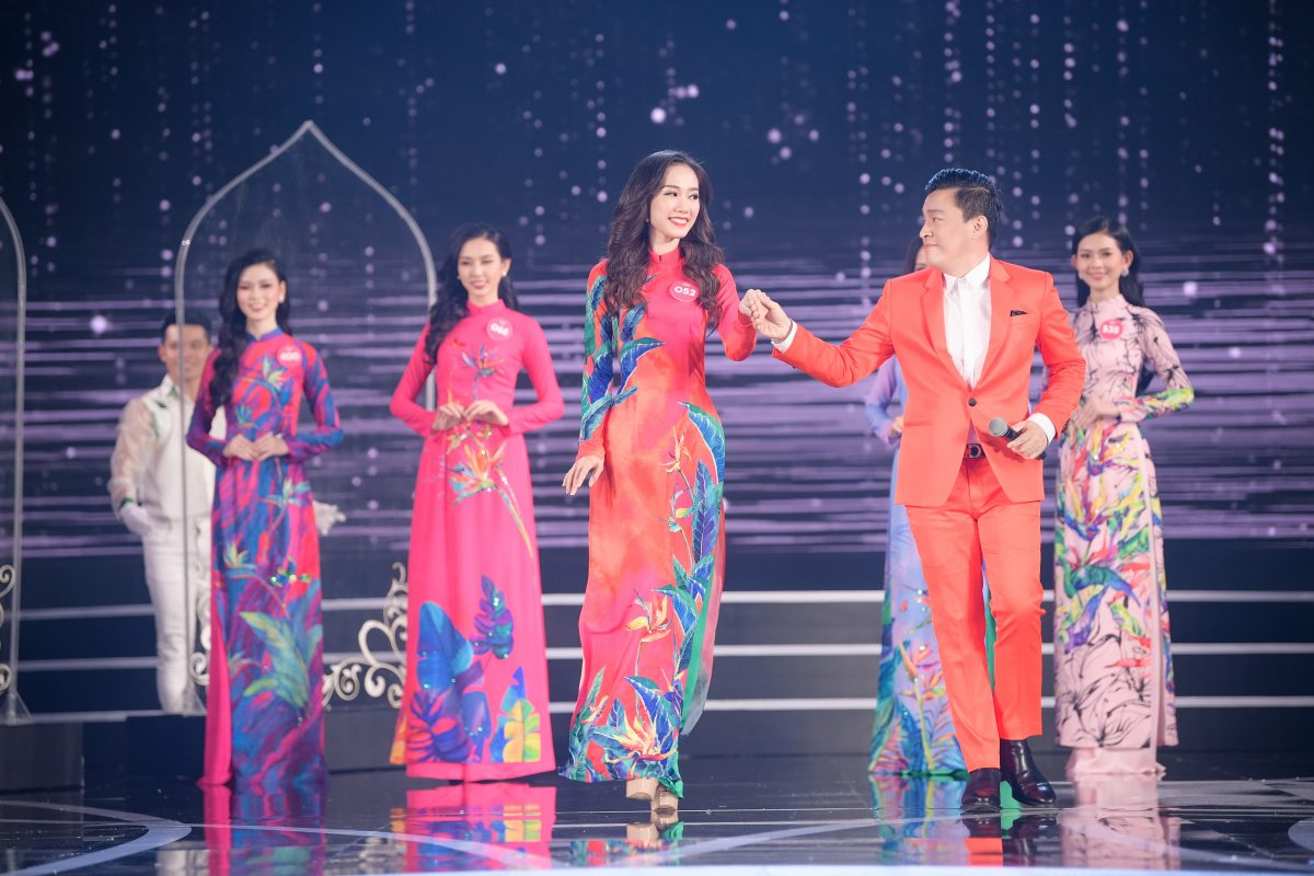 Quay trở lại sân khấu Hoa Hậu Việt Nam 2018 sau 20 năm, không ngờ anh 3 Lam Trường vẫn phong độ như thời thanh xuân thế này!