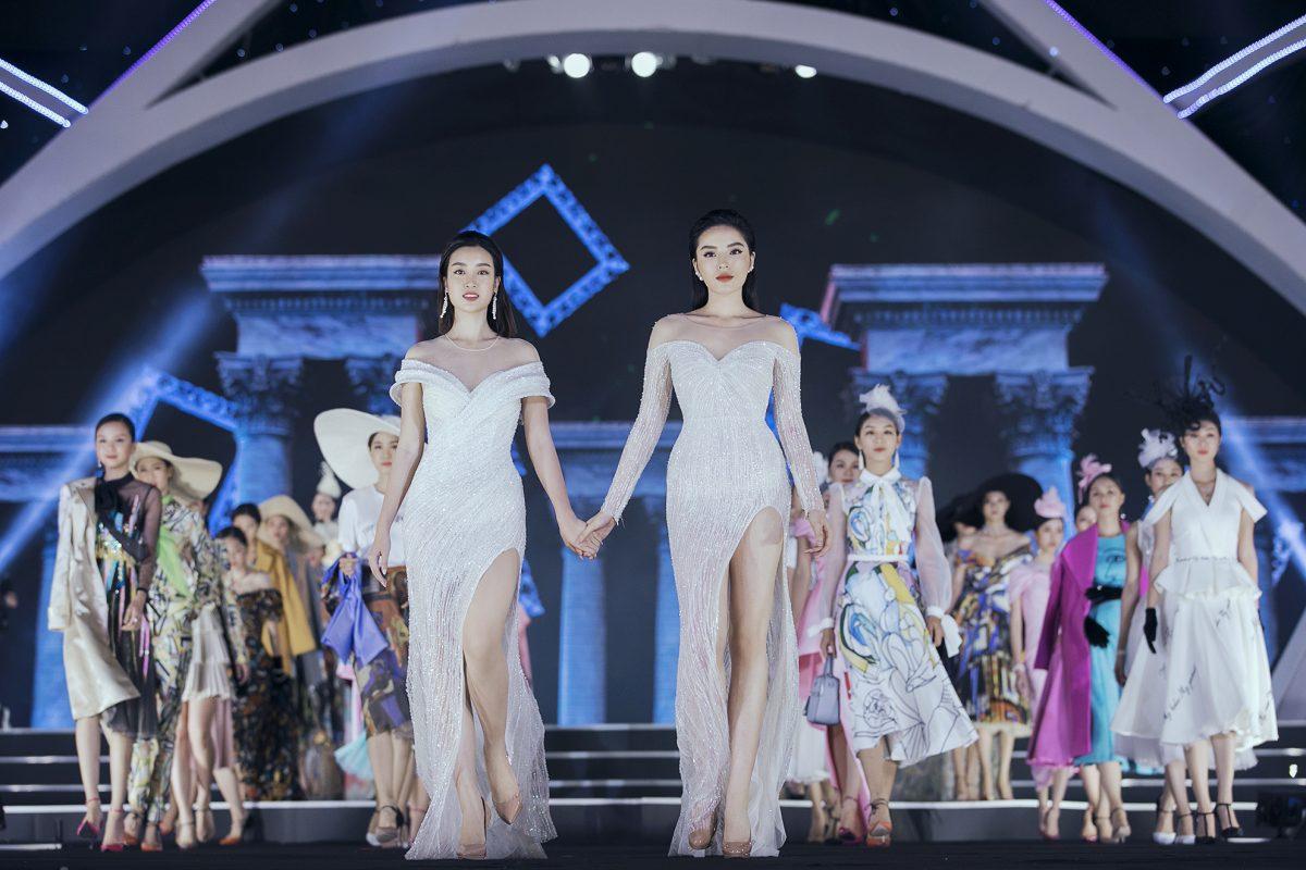Kỳ Duyên và Đỗ Mỹ Linh lần đầu tiên cùng nhau catwalk tại sự kiện Người đẹp Thời trang
