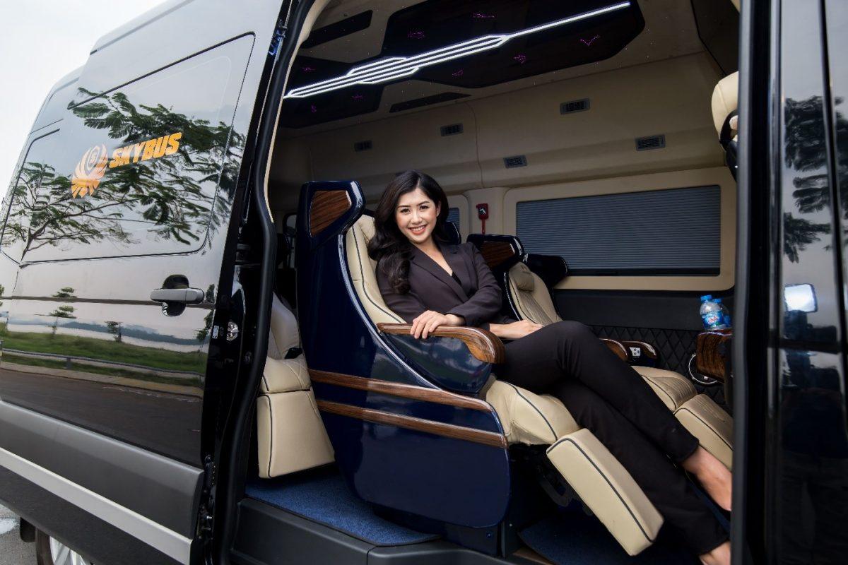 """""""Người đẹp truyền thông"""" HHVN 2018 dự khai trương dịch vụ xe limousine 5 sao đầu tiên tại Quảng Ninh"""