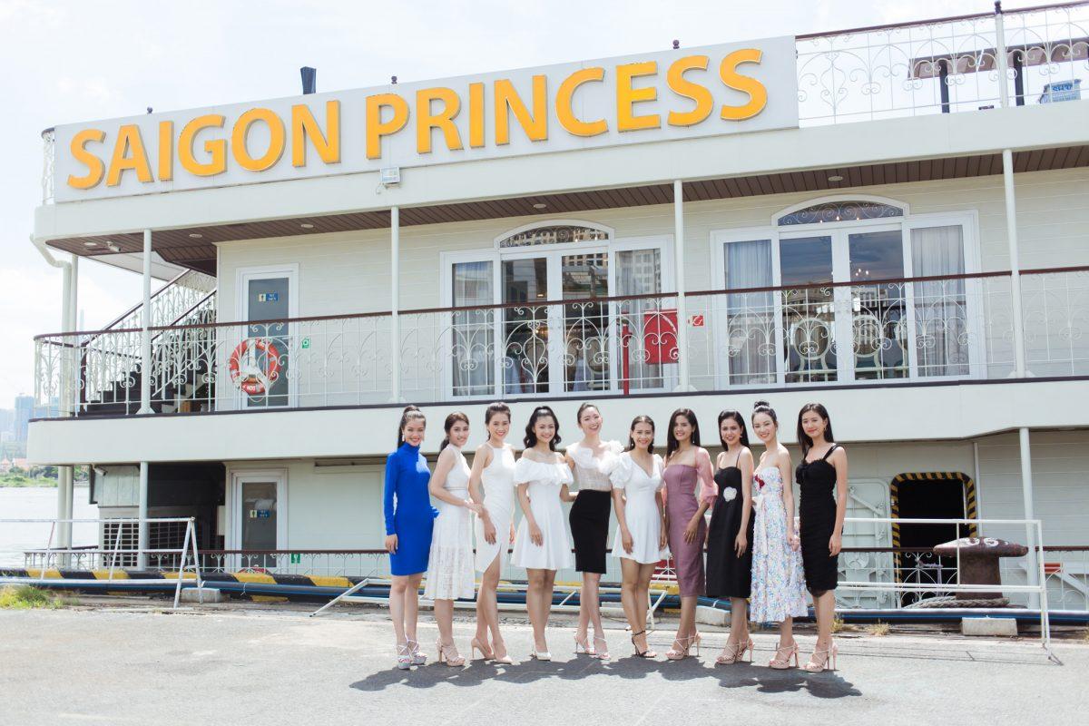 Hoa hậu Tiểu Vy cùng thí sinh Miss World Vietnam 2019 khoe dáng trên du thuyền Saigon Princess