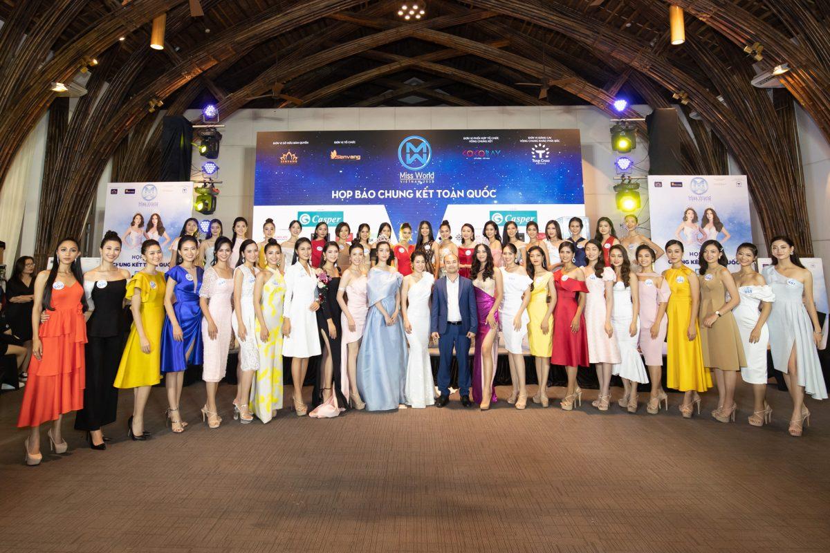 """Hoa hậu Đỗ Mỹ Linh và Tiểu Vy đọ sắc """"bất phân thắng bại"""" tại họp báo Chung kết Miss World Vietnam 2019"""
