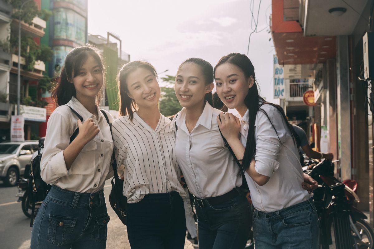"""Lớp học đặc biệt của Miss World Vietnam 2019: """"Vừa học vừa truyền nước biển"""""""