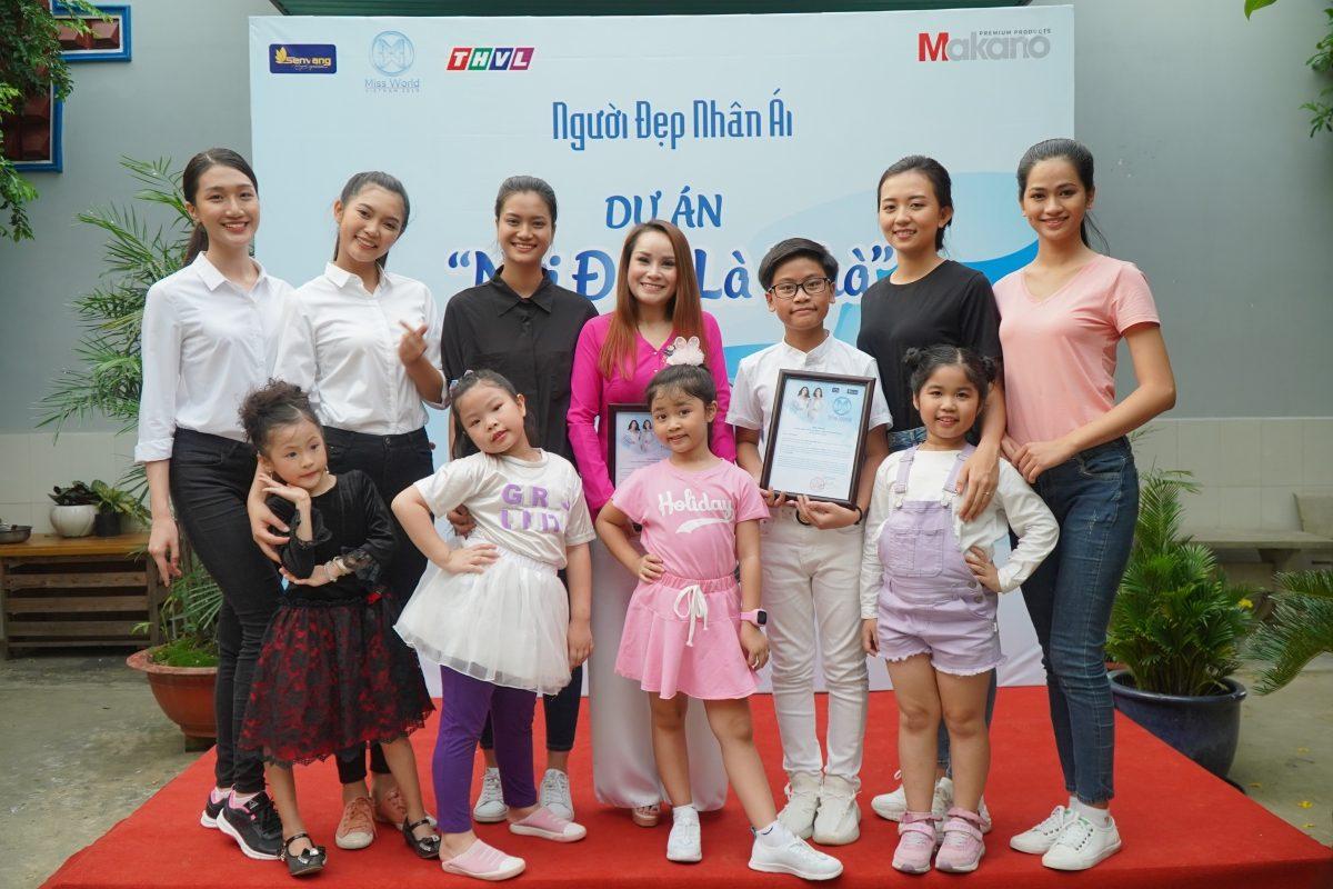 Thí sinh Miss World Vietnam 2019 nghẹn lòng trước tấm lòng của cụ bà dành cả thanh xuân giúp đỡ người vô gia cư
