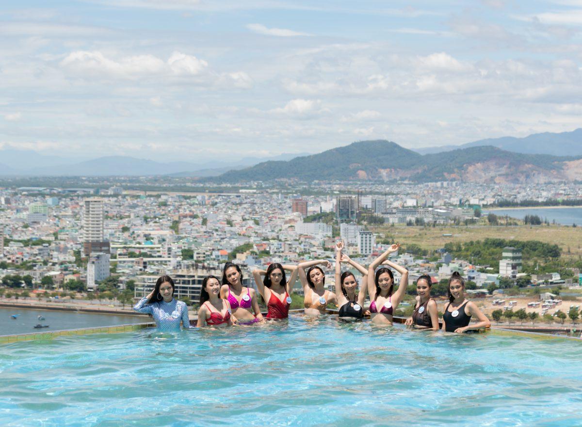 Thí sinh Miss World Vietnam 2019 khoe dáng cực nóng bỏng bên hồ bơi vô cực, ngắm trọn cảnh đẹp Đà Nẵng
